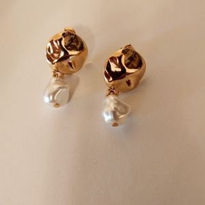 Gold freshwater Pearl drop earrings brand new!